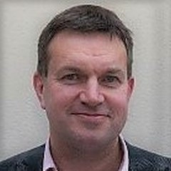 headshot for Andrew Comer